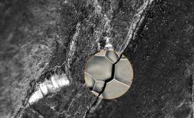 3D image of microscopic cracks in nickel alloy